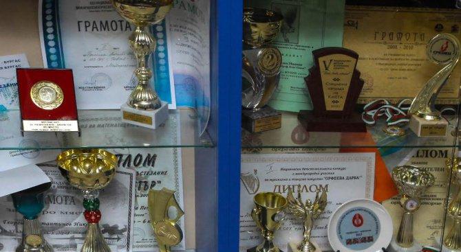 Български ученици с медали от Световното отборно първенство по математика в Пекин