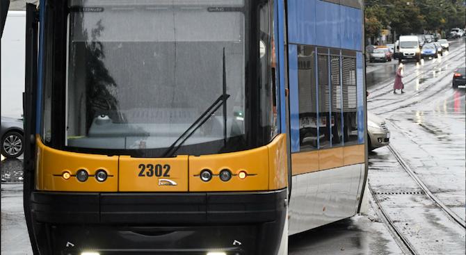 Катастрофа между трамвай и две коли в София