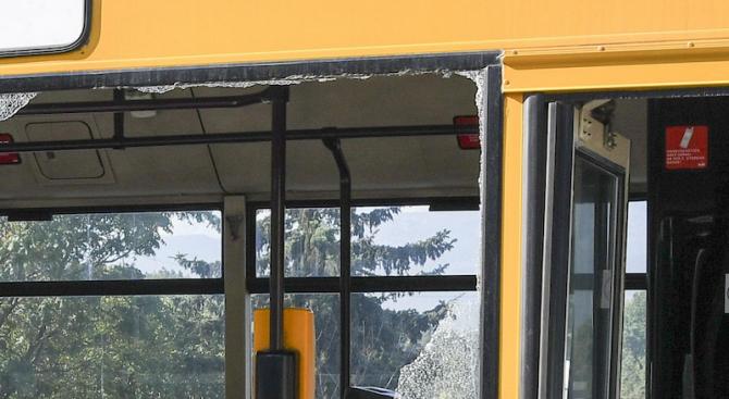 Катастрофа между тролей и две коли в Плевен, има пострадали