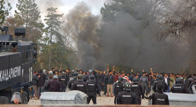 ООН се тревожи от призивите у нас да се експулсират чужденци след бунта в Харманли