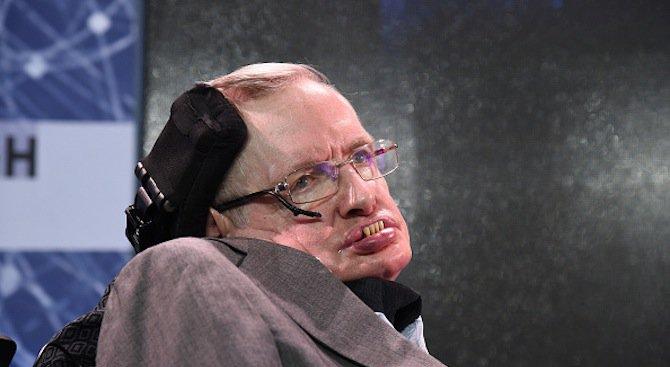 Стивън Хокинг е приет в болница в Рим