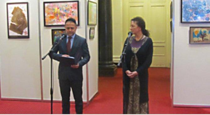 В парламента показаха картини на малки художници