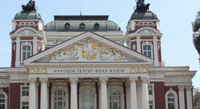 Актьорът Дарин Ангелов спаси живота на зрител по време на постановка в Народния театър