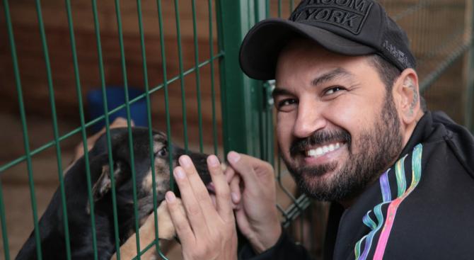 Азис с молба към стопаните на кучета