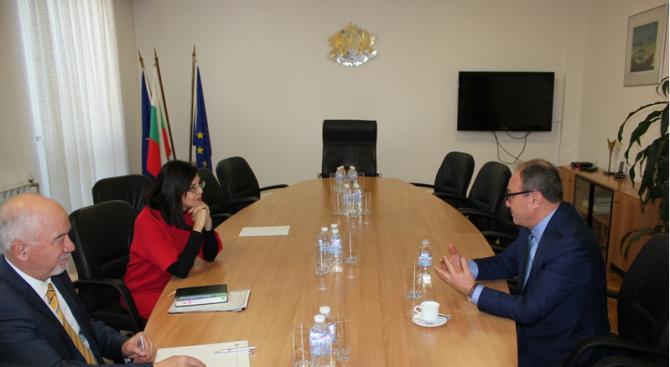 Кунева се срещна с новия председател на БАН