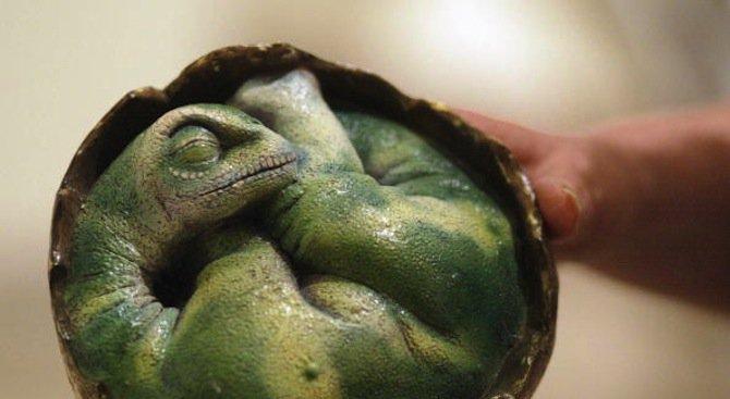 Откриха опашка на динозавър, запечатана в кехлибар (снимка)