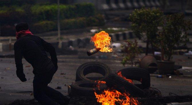 Траурна церемония запали Атина (видео)