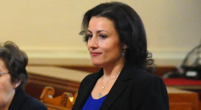 Десислава Танева за скандала с веселите чиновници в траурния ден: Ще има уволнени
