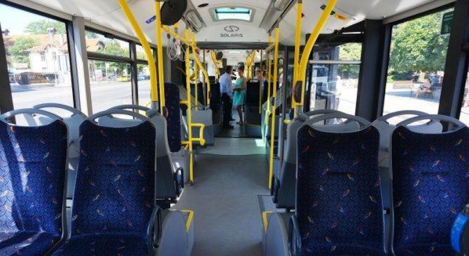 Младеж си го извади в автобус 280 (снимка 18+)