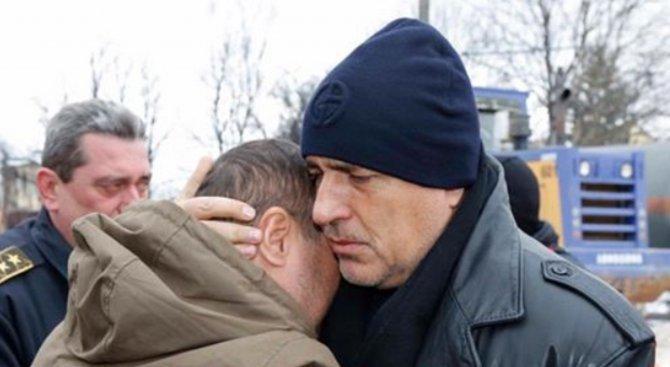 Борисов в Хитрино: Спокоен съм за България, когато на Коледа мюфтията и владиката са заедно тук (обн