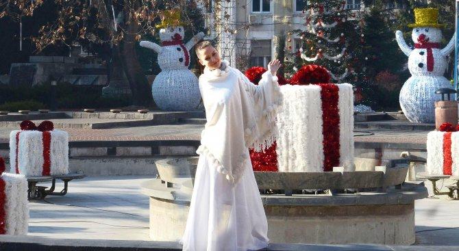 Коледна украса зарежда пловдивчани с празнично настроение (снимки)