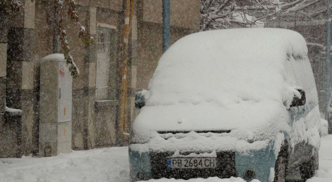 Снегонавявания в София. Снегорините работят постоянно