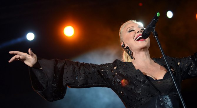Лепа Брена почита Ванга преди концерта си в Пловдив