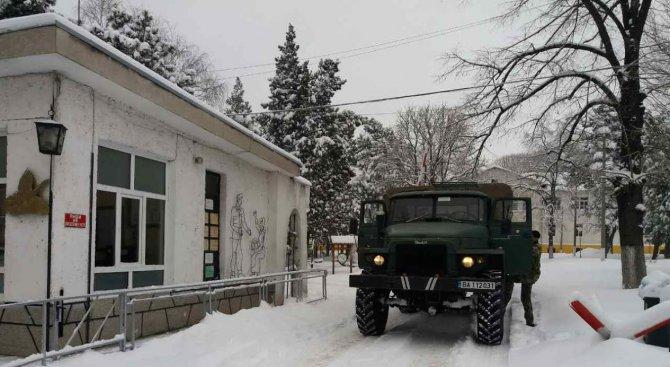 Военните оказват помощ в бедстващи населени места в област Русе и Добрич (снимки)