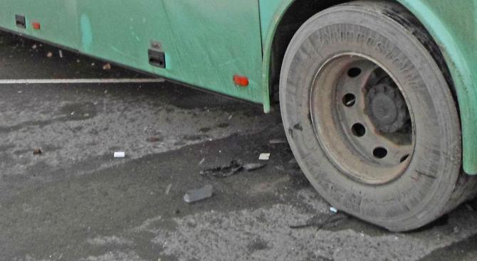 Автобус спука гума в района на Телевизионната кула