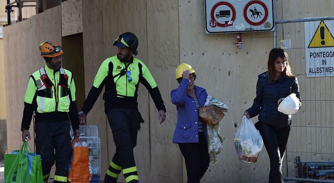 Майка и дете бяха извадени изпод развалините след земетресение в Италия