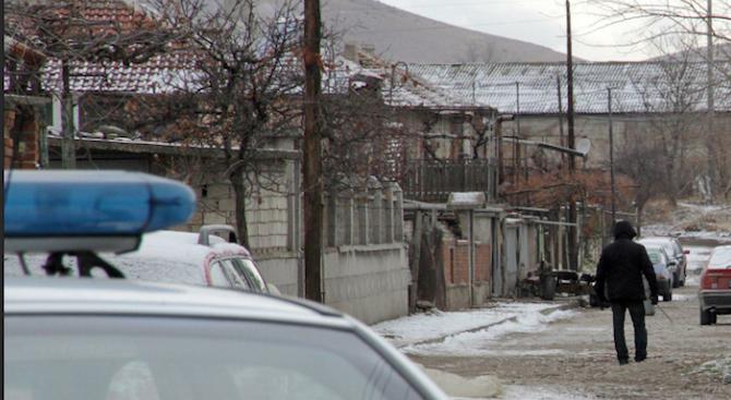 Ромка, лежала в затвора за грабеж, е виновна за зверското убийство на баба в Дълбок извор
