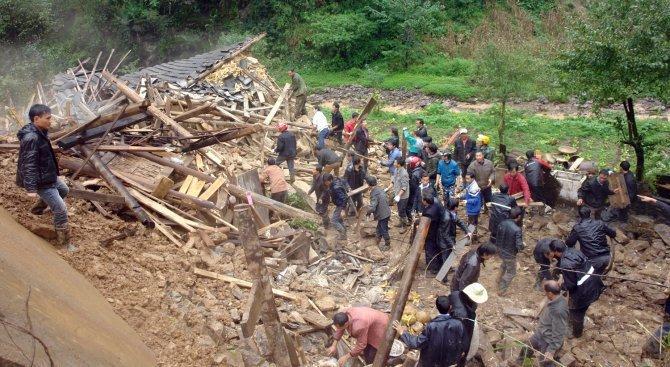 12 загинали при свлачище на индонезийския остров Бали