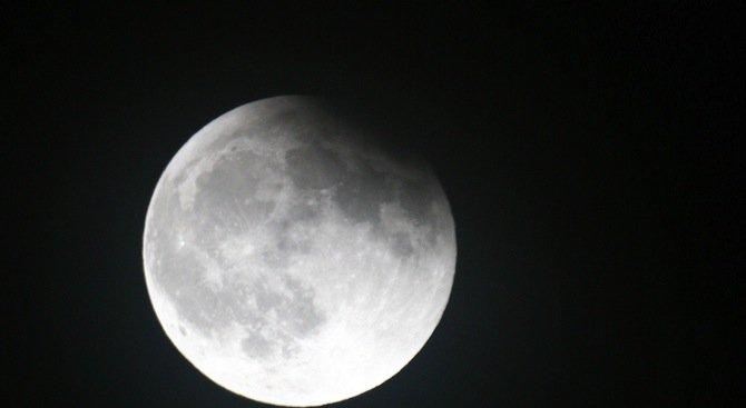 Наблюдаваме три астрономически явления в една нощ в небето над България