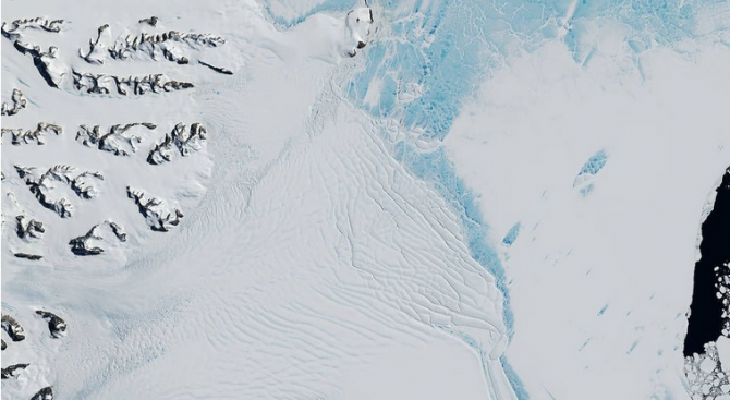 НАСА: Скоро ще се откъсне един от най-големите айсберги в Антарктика