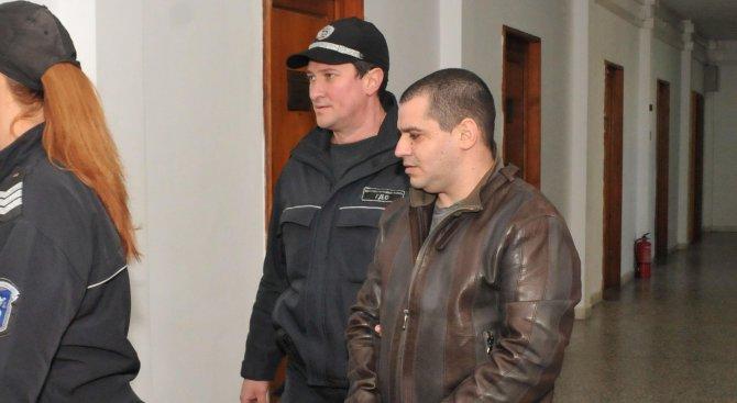 Бургаският съд гледа мярка на обвинен в каналджийство