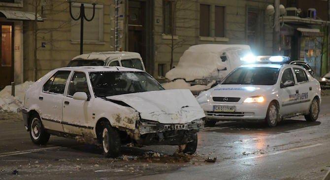 Двама души пострадаха при катастрофа в София