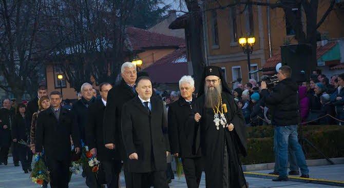 ГЕРБ отбелязаха 144 години от обесването на Васил Левски в Карлово (снимки)