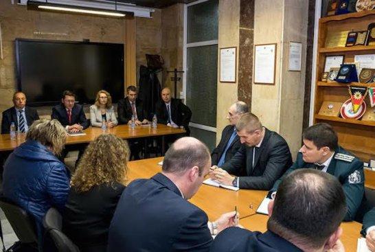 Министър Узунов се срещна с ръководствата на Гранична полиция и Пожарна безопасност
