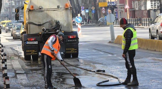 Мият улиците в София (снимки)