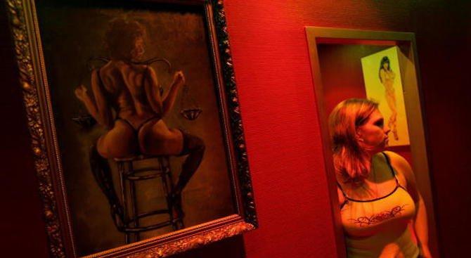 Проститутка разкрива петте признака, че мъжът ви кръшка