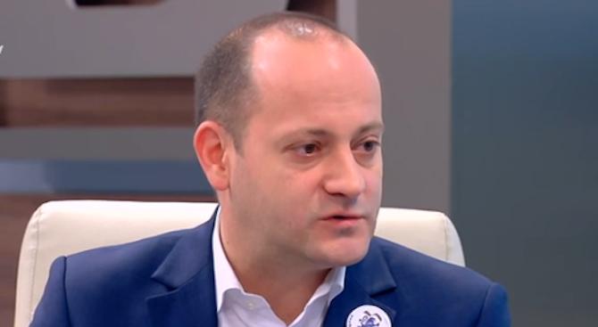 Радан Кънев: Всеки, който обещава да раздава пари - лъже