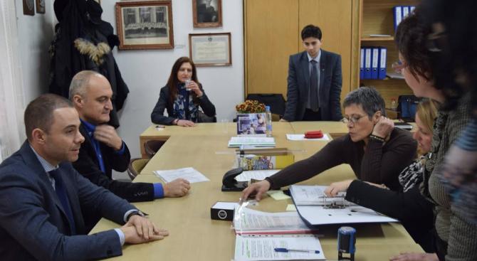 ГЕРБ регистрира кандидатите си за народни представители в София–град (снимки)