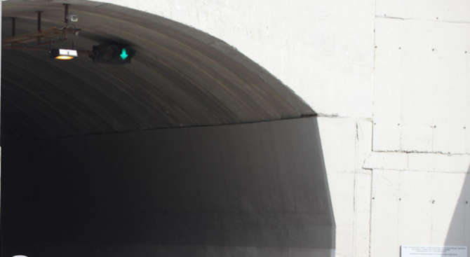 """Вижте тунел """"Ечемишка"""" след откриване на новите лампи с фанфари (снимка)"""