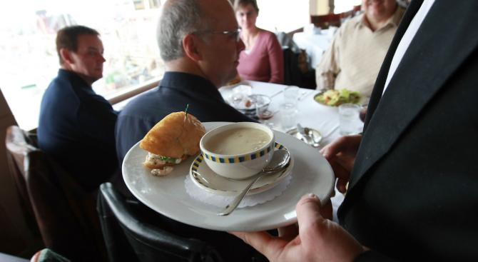 Над 120 румънци избягаха от ресторант, без да платят