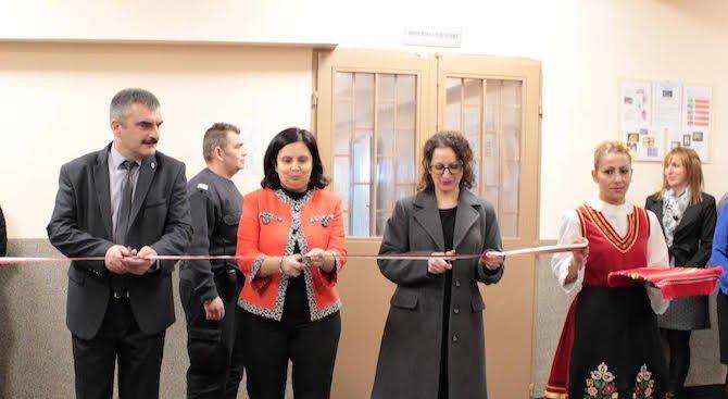 Служебният правосъден министър откри ремонтирания женски затвор в Сливен (снимки)
