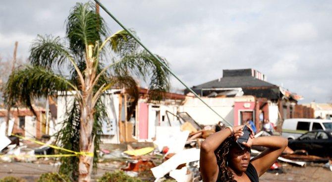 Торнадо отне живота на двама души в Илинойс и на един човек в Мисури