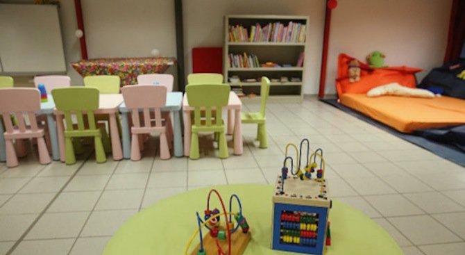 Подновяват мебелите в детските градини в Хасково