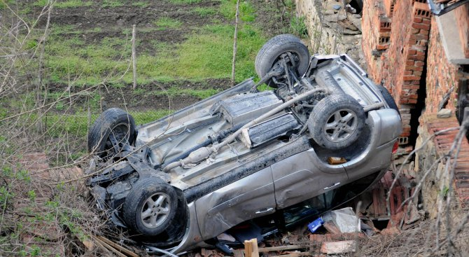 Задържаха пиян шофьор, избягал след катастрофа