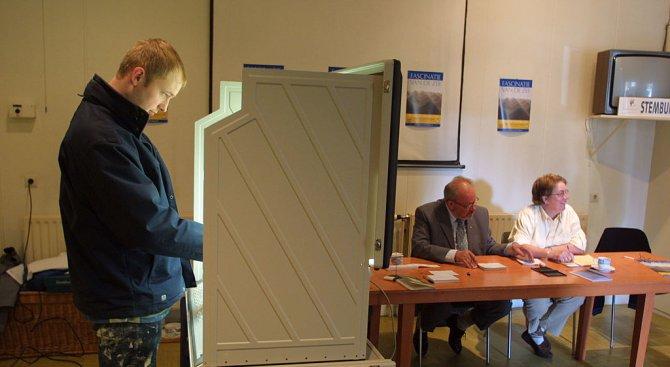 Холандците гласуват на парламентарни избори, чийто резултат е по-непредвидим отвсякога