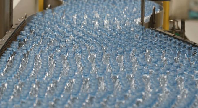 Какво означават цифрите на дъното на пластмасовите бутилки?