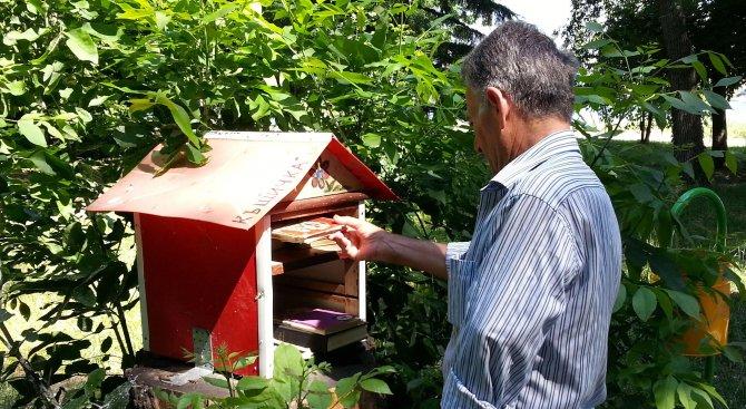 Унищожиха къщичката за книги във Варна (снимки)