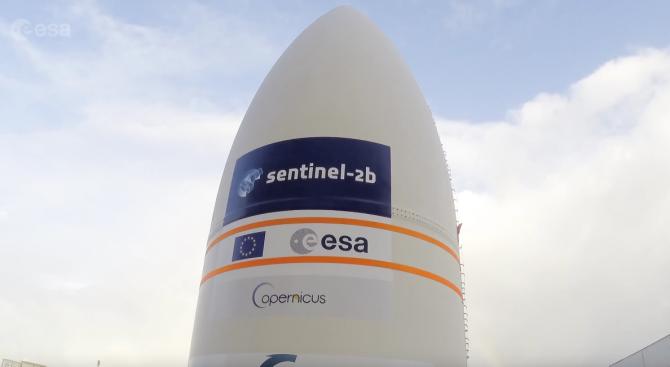"""ЕКА показа пътя на спътника """"Сентинел-2Б"""" от цеха до околоземна орбита (видео)"""