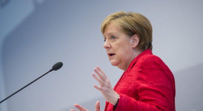 Меркел съветва бежанците да живеят на село