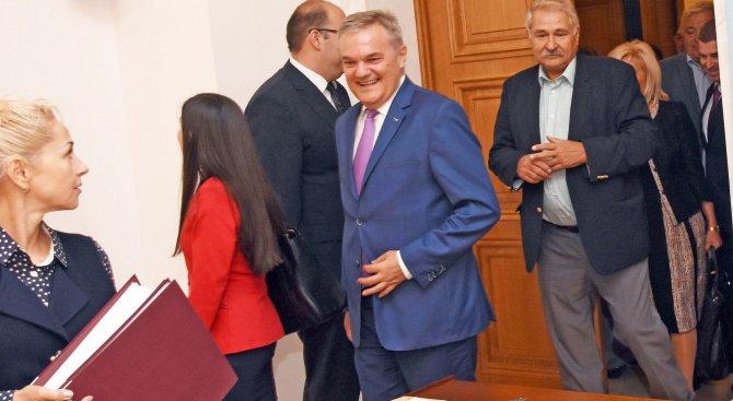 """Румен Петков подаде сигнали срещу ДОСТ и """"Воля"""""""