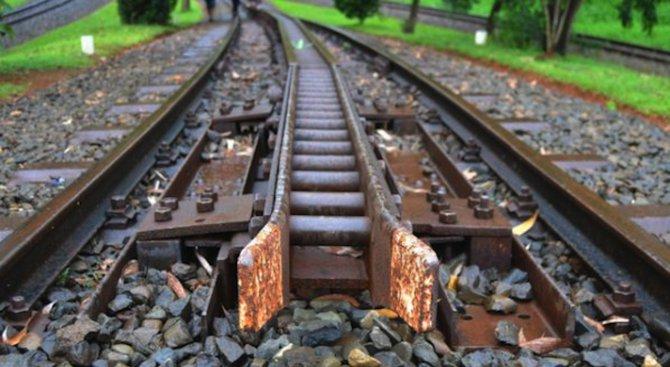 Влак блъсна мъж край Пловдив