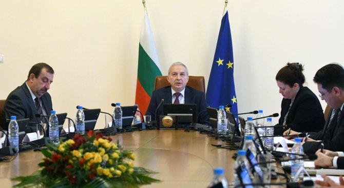 Сменят шефа на Агенцията за българите в чужбина