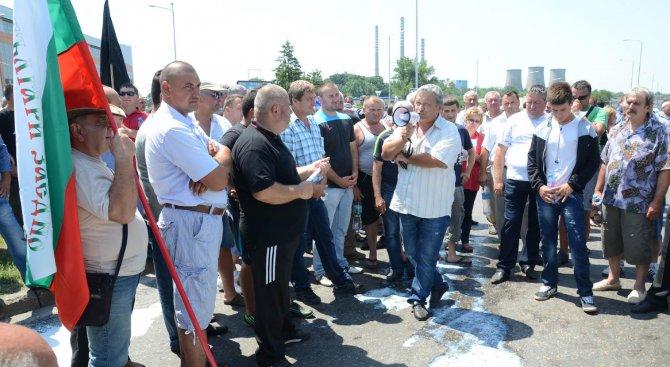 Протестиращи блокираха пътя Бургас-Царево
