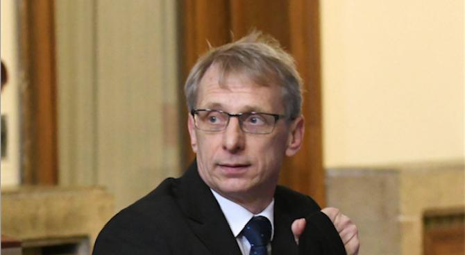 Денков подписа наредба, с която утвърди Държавния образователен стандарт за нормиране и заплащане на