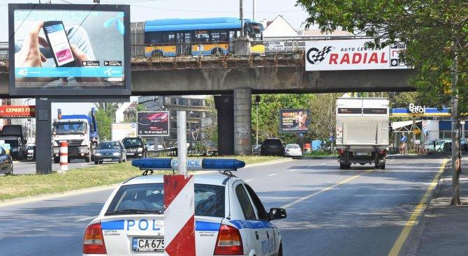 """Мъж се хвърли от моста """"Чавдар"""" в София, блъсна го камион (снимки)"""