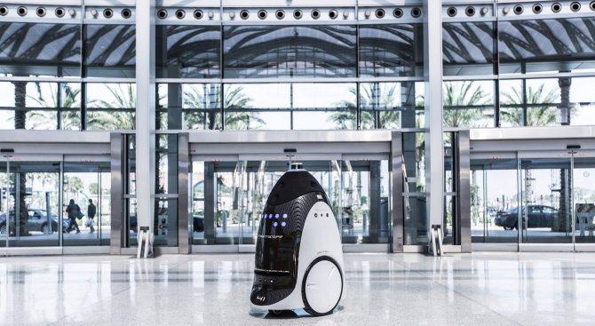 Роботи ще патрулират в американски молове